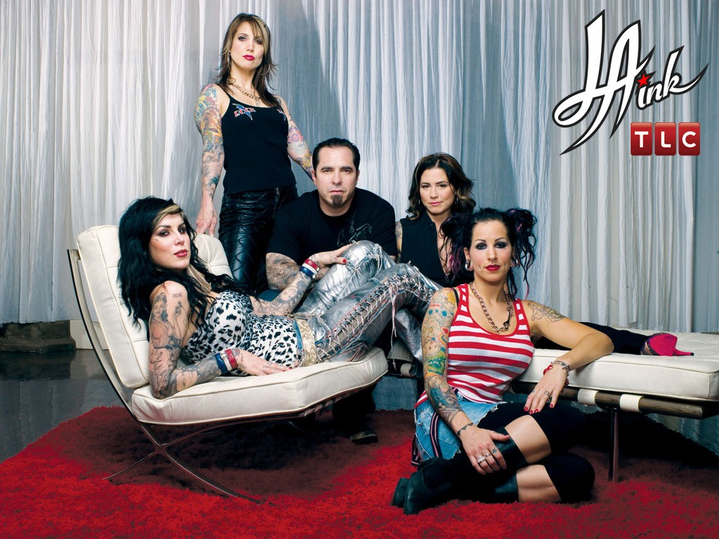 kat von d et son équipe de tatoueurs pour son émission la ink