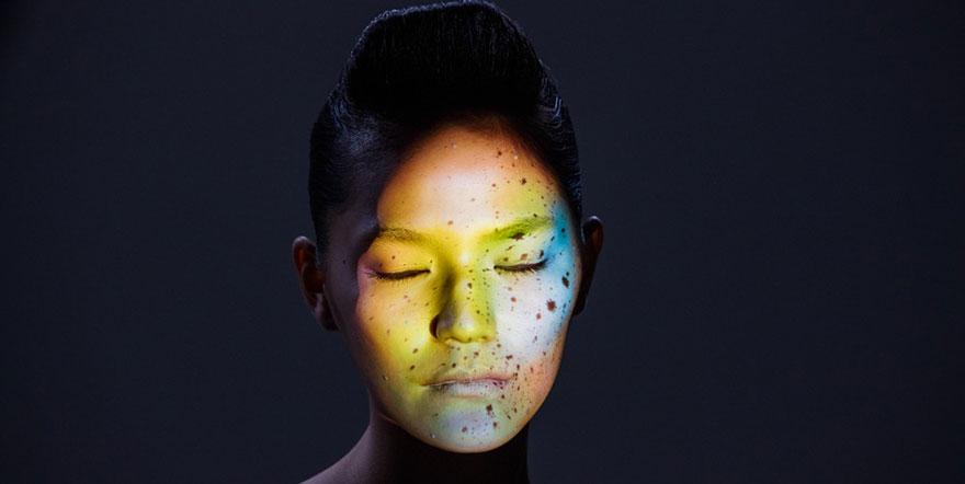 Asai et intel nous proposede découvrir le futur du attaouage avec une projection interactive sur visage