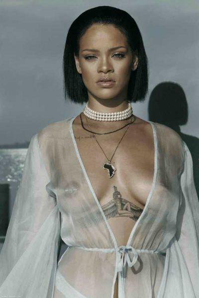 le piercing téton rihanna très sexy avec un chemisier transparent