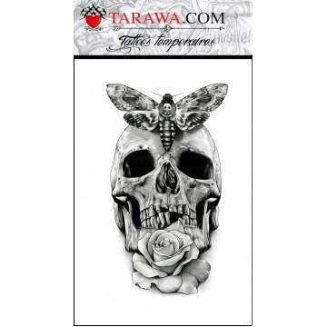 tatouage éphémère hyper réaliste tête de mort avec rose et papillon de nuit
