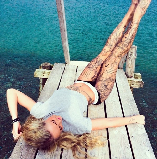 les comportements à adpoter pour entretenir son tatouage l'été et bien cictariser