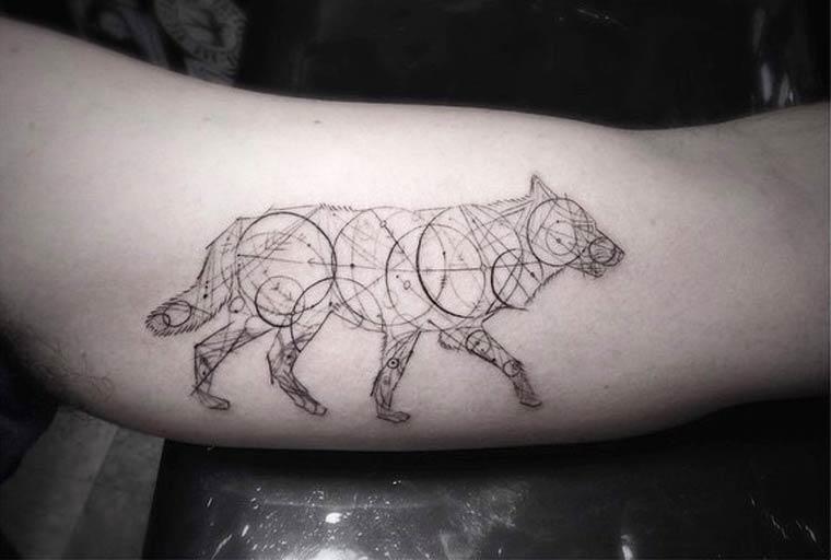 Brian-Woo-Dr-Woo-tatoueurèinstgram-spécialiste-des-tatouages-géométriques
