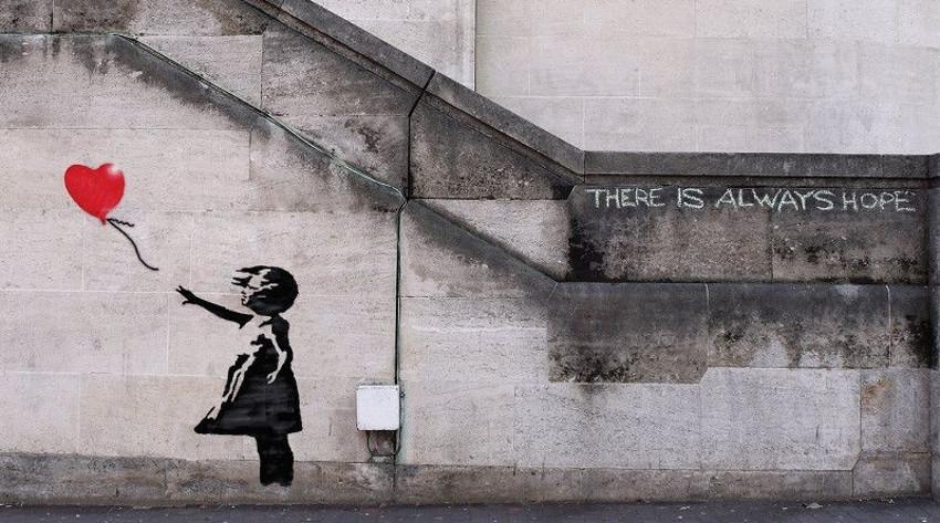 banksy-graffeur-la-petite-fille-au-ballon-reserve-malakoff-exposition-paris