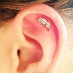 Piercing hélix : le piercing du cartilage de l'oreille qui vous mène la vie dure
