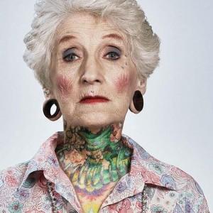 Piercins, écarteurs et tatouages y a pas d'âge pour avir du style!