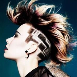 Le tatouage de cheveux existe aussi en géomtrique on adore le résultat