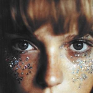 la tendance larme avec des paillettes réinterprétée avec des étoiles