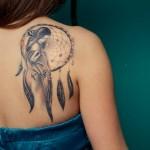 Le tatouage attrape rêve un look Hippie chic