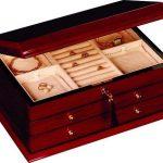 Le rangement de bijoux dans une armoire à bijoux