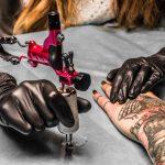 L'encre à tatouage effaçable… date de sortie et prix enfin dévoilés.