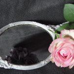 Les miroirs à main, nouvelle tendance sur les coiffeuses des fashionistas