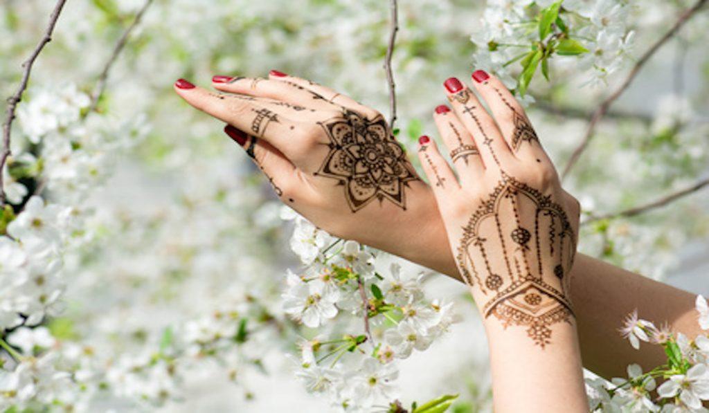 henné tatouages coup de cœur et tendance cet été