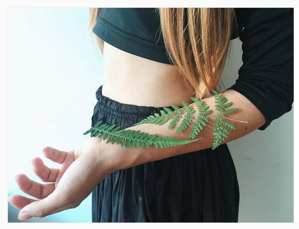 rita-tatoueuse-experte-dans-les-tattoos-botaniques-coup-de-coeur-team-tarawa-specialsite-de-la-vente-de-piercings-et-de-tatouage-temporaire